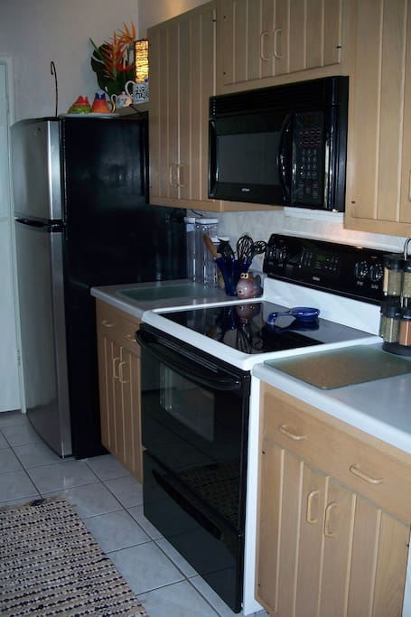 Fullsize Kitchen & Laundry with all amenities
