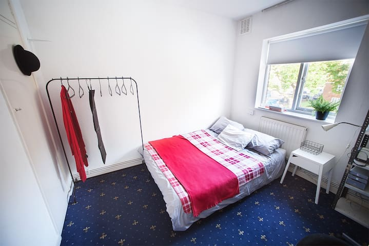 Lovely double room in Old Street!