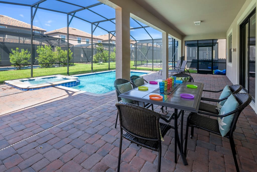 Enjoy family breakfasts together under the shade of this lanai - alongside the crystal clear water of your private pool on this vacation.