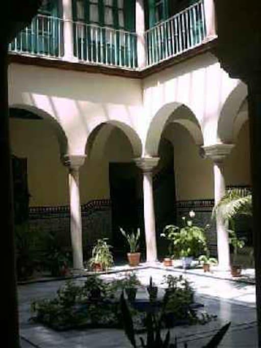 Apartamento lujo centro hist rico apartamentos en for Alquiler apartamentos sevilla espana