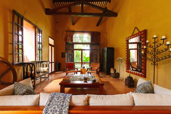 Private getaway in grand, historic hacienda. - Acancéh - House