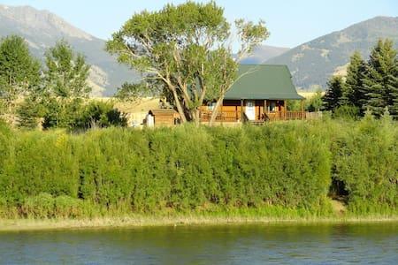 Yellowstone River Log Cabin - Gardiner