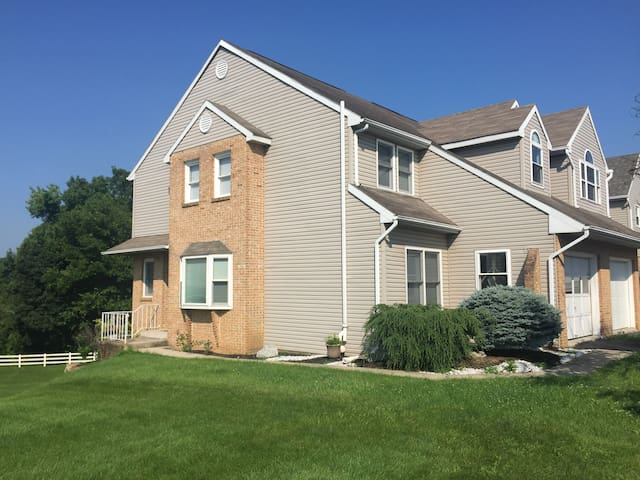 Private townhouse room near Hershey - Hummelstown - Casa