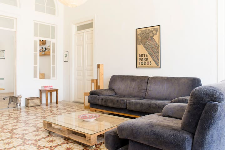 Room in Spacious & Sunny Apartment - Beiroet - Appartement