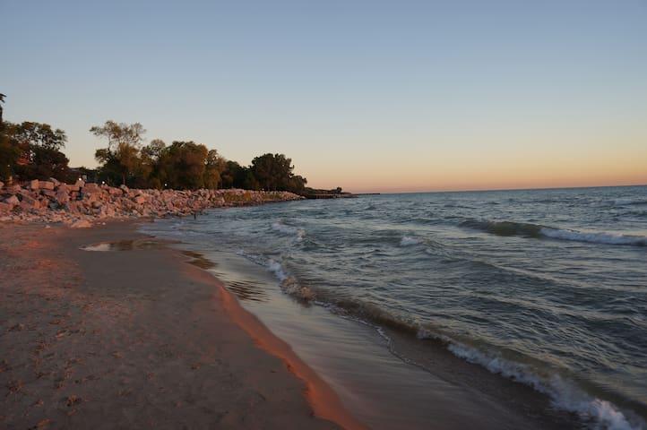 30Sec Walk to Beach! Beautiful Home - Evanston - Apto. en complejo residencial