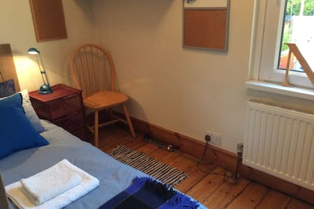Small single room for short let - Cardiff