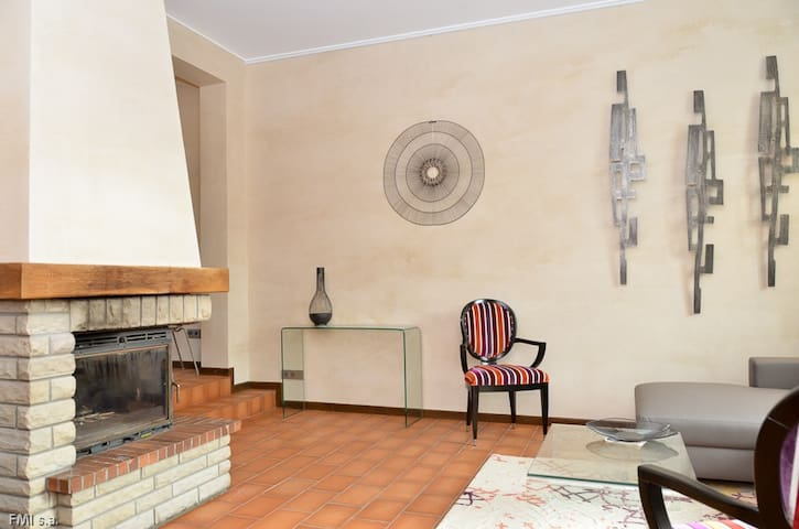 House (220 m2) 3 bedrooms 3 Bth, city center - Luxemburg - Huis