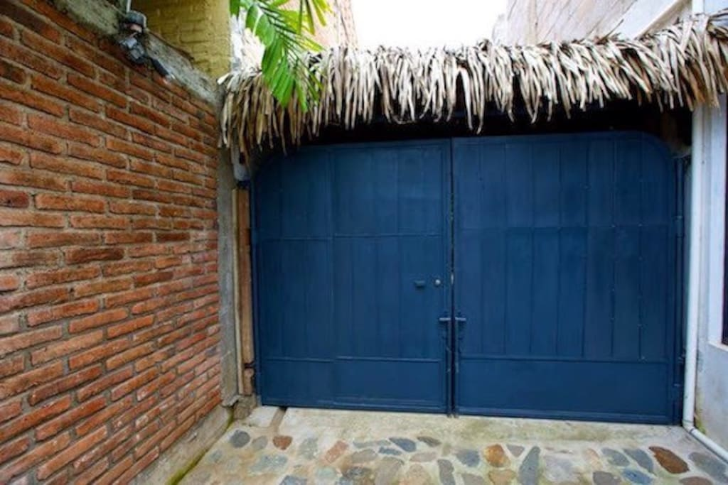 Private and 'self locking' entry to Casita