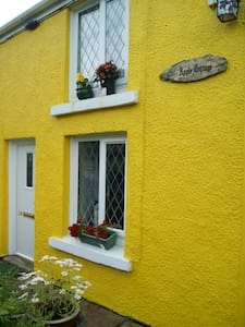 lovely traditional stone cottage - Gwaun-Cae-Gurwen - Huis