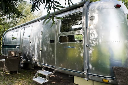 Lush Airstream in meadows Delft - Delfgauw