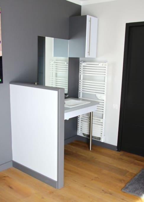 lavabo adapté aux personnes à mobilité réduite