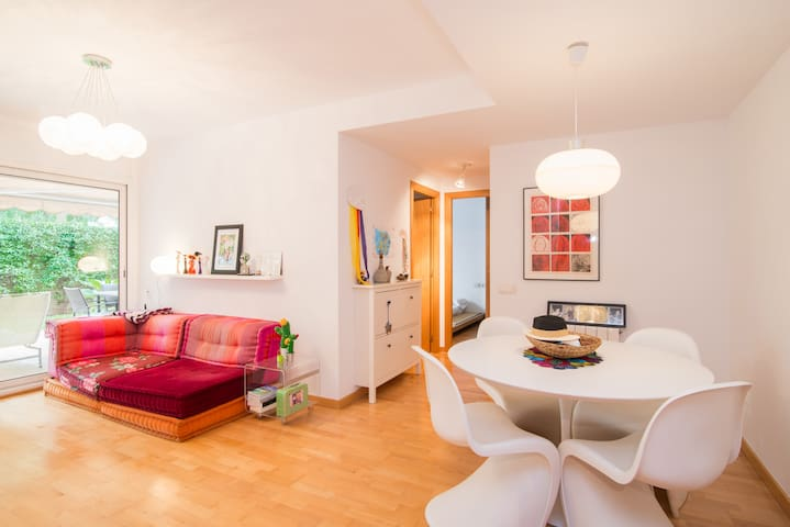 Apt. with garden perfect for family - Sant Joan Despí - Apartemen