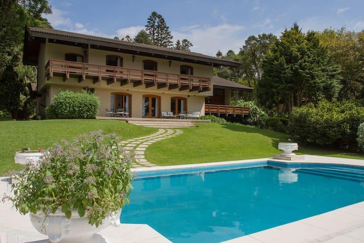 Linda Casa no Lago Negro