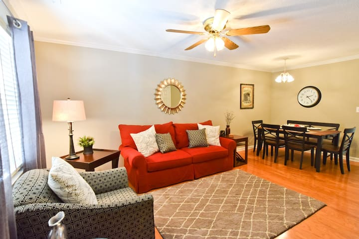Stylish 2BR Athens Condo in Great Location!