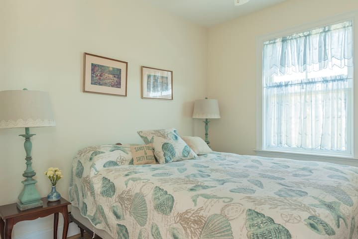 Comfy new Queen bed. Delightful breezes from the ocean air or ceiling fan.  We'll add an air conditioner upon request.