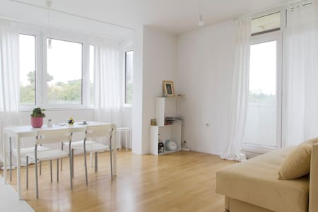 Bright and Spacious Apartment in a Gated Residence - Sofia - Wohnung