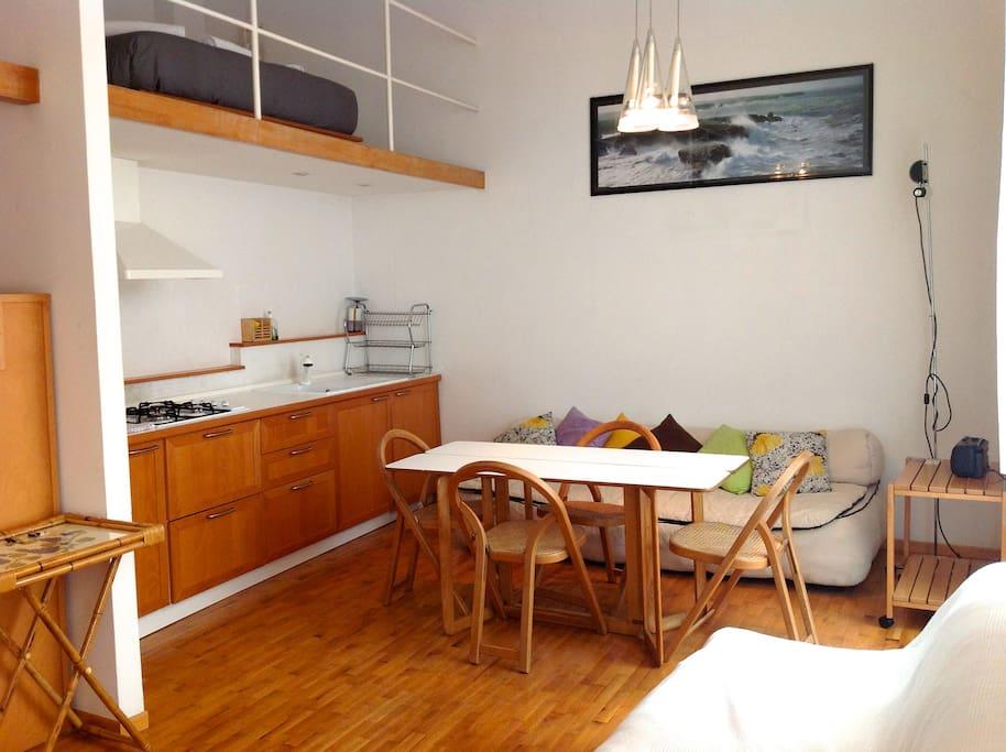 2 level next to spanish steps wohnungen zur miete in rom italien. Black Bedroom Furniture Sets. Home Design Ideas