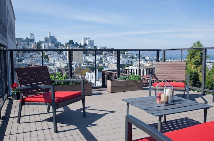 Studio + Roofdeck & Views! Heart of North Beach