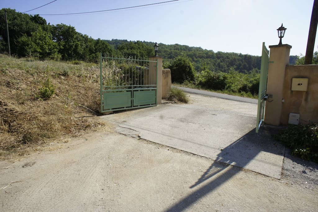 Entry at the road side