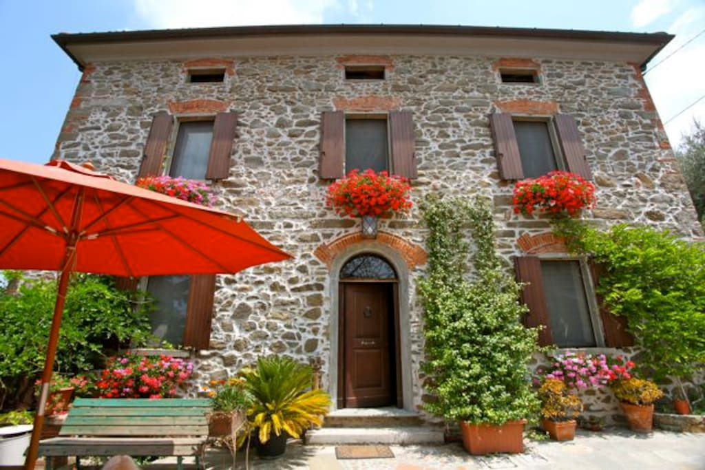 Old stone house in tuscany houses for rent in for Tuscany houses