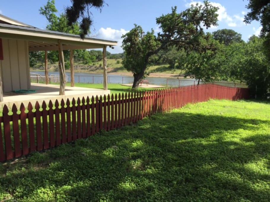 Potato flats ranch house chalet in affitto a bandera for Texas ranch piani casa con portici