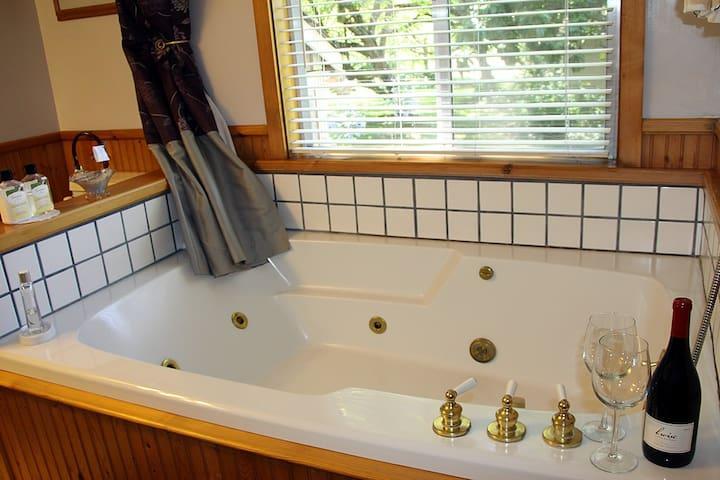 Gables Wine Country Inn - Sunset - Santa Rosa - Bed & Breakfast