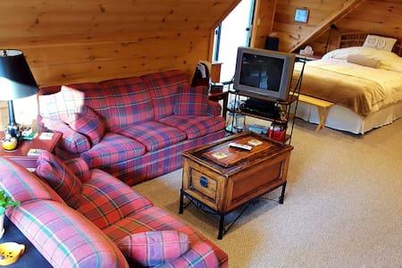 Loft apt Lodge style in Otis MA - Otis