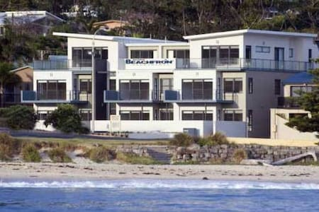 Mollymook Luxury Beachfront Apartment 3 - Mollymook - Flat