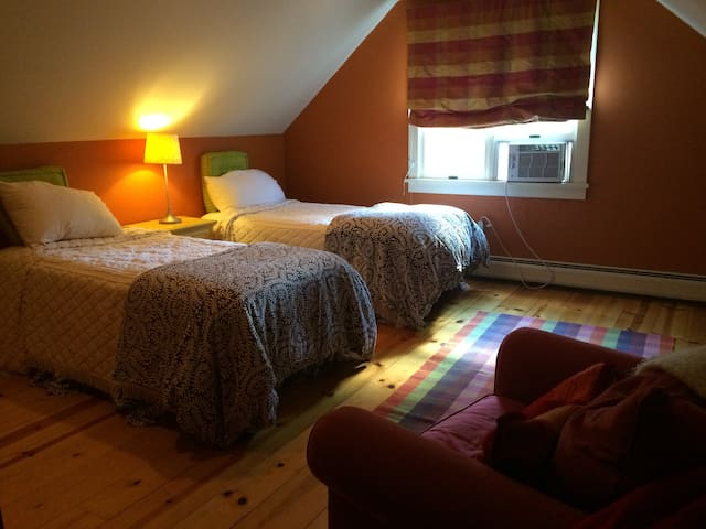 Berkshires- Large BeautifulRoom/Private Bath - Richmond - Huis