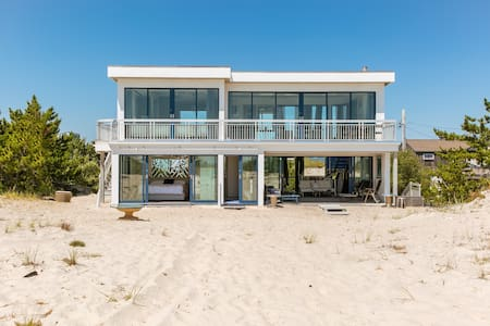 Breathtaking 2 Bedroom W. Hamptons!