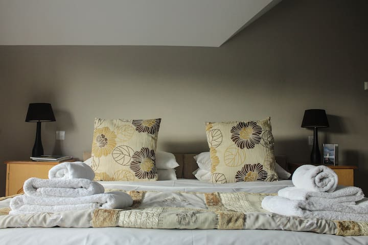 Penthouse loft space with seaviews - Portstewart - Loft