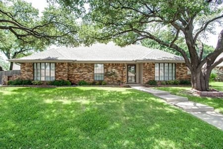 Spacious Oasis - Fort Worth - Maison