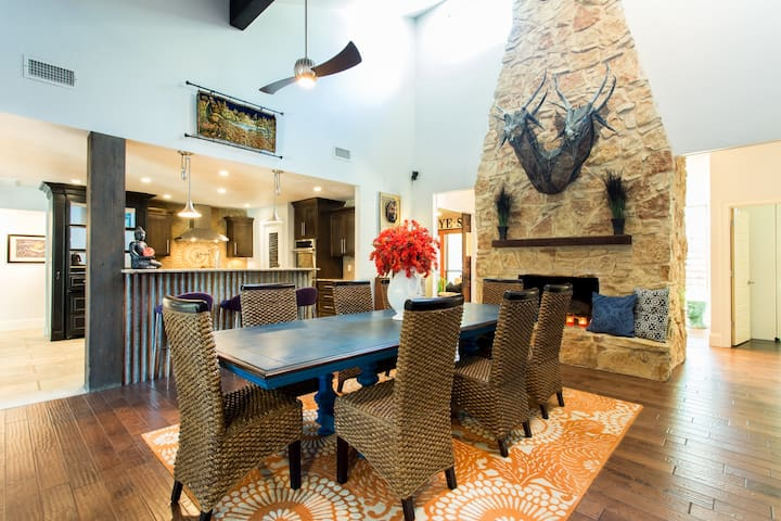 Grand open dining in the heart of the house, access to kitchen, living, bar +