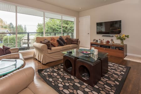 Cozy and bright, centrally located - North Vancouver - House