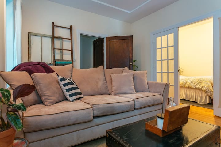 Cozy Apartment in Roscoe Village