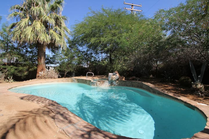 Private Gated Desert Adobe Getaway - Cathedral City - Hus