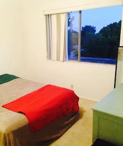 Beautiful Room in Altadena Pasadena - 阿爾塔迪納(Altadena)