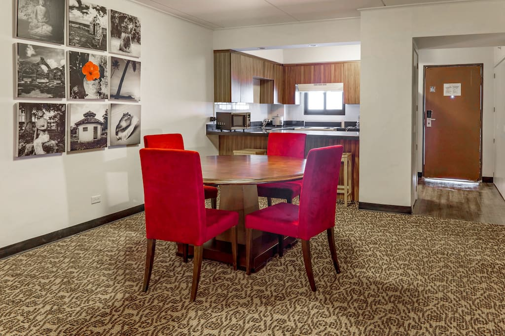 Executive Suites Dining Area
