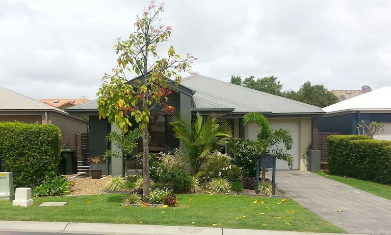 Modern home near Brisbane airport - Hendra