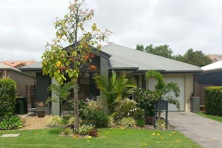Modern home near Brisbane airport - Hendra