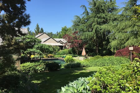 Guest house on equestrian estate - Canby
