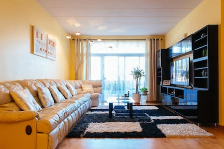 Huge Modern Condo - Master Bedroom - Chicago - Pis