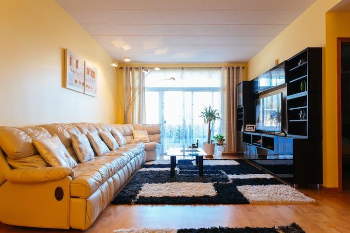 Huge Modern Condo - Master Bedroom