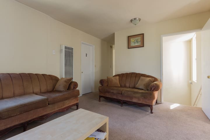 Private room 2 w/ parking included - Los Angeles - Apartment