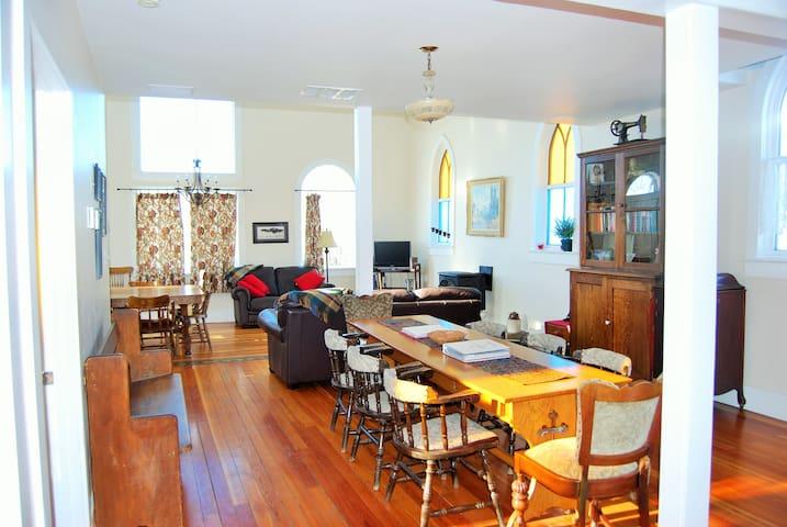 3 bedroom spacious renovated church - Cowley - Casa