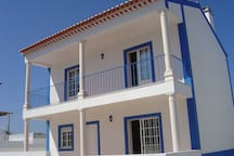 Beautiful two bedroom house with pool near Obidos