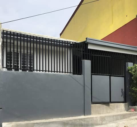 Montalban Bright and peaceful small house