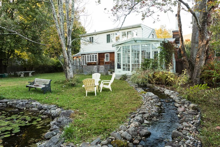 WOODSTOCK VILLAGE COUNTRY HOME - Woodstock - Casa