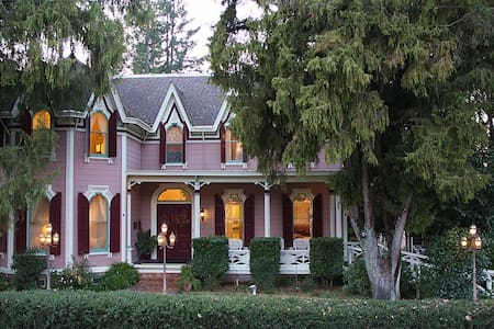 Gables Wine Country Inn - Library - Santa Rosa