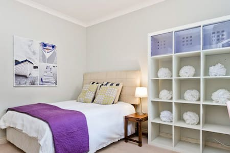 Friendly Family Home close to beach and UWA - Mount Claremont - House